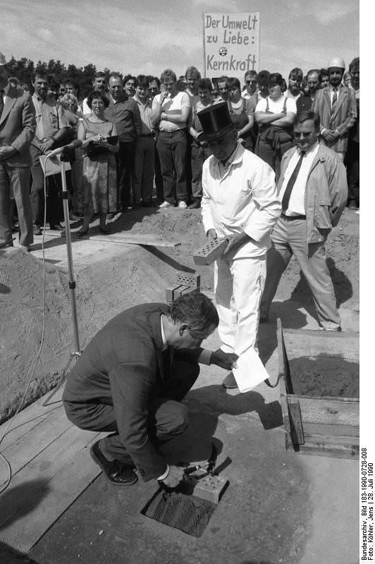 Grundsteinlegung Ersatzwärmekraftwerk in Greifswald. Quelle: Bundesarchiv, Bild 183-1990-0728-008, Fotograf: Jens Köhler