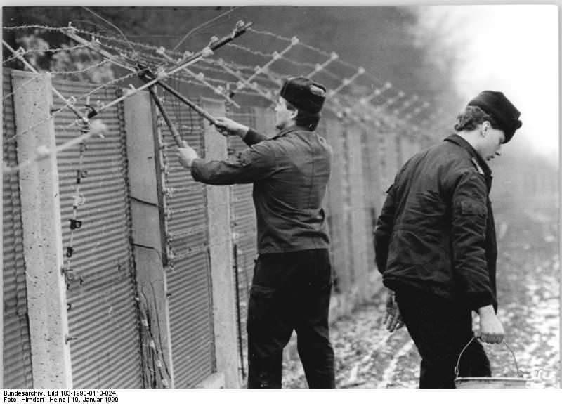 Untersuhl, Abbau Grenzanlagen. Quelle: Bundesarchiv, Bild 183-1990-0110-024, Fotograf: Heinz Hirndorf