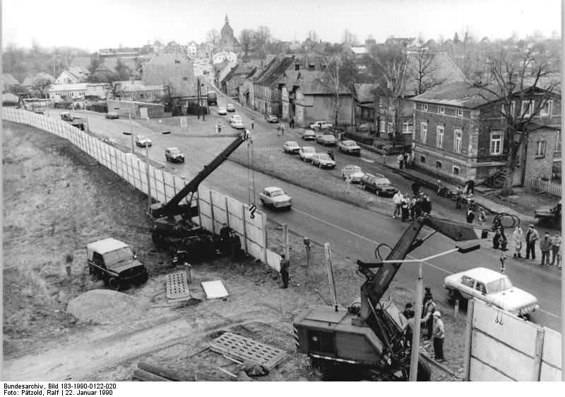 Bei Dassow, Abbau Grenzanlagen. Quelle: Bundesarchiv, Bild 183-1990-0122-020, Fotograf: Ralf Pätzold