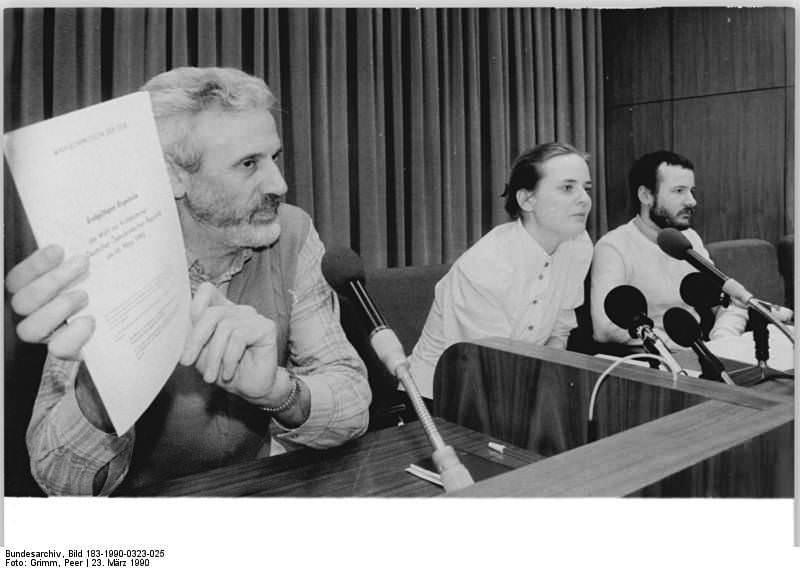 Berlin, Volkskammerwahl, amtliches Endergebnis. Quelle: Bundesarchiv, Bild 183-1990-0323-025, Fotograf: Peter Grimm