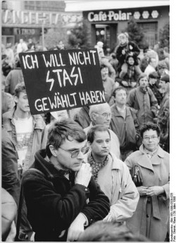 Demonstration am 29. März 1990. Quelle: Bundesarchiv, Bild 183-1990-0329-028, Fotograf: Klaus Oberst