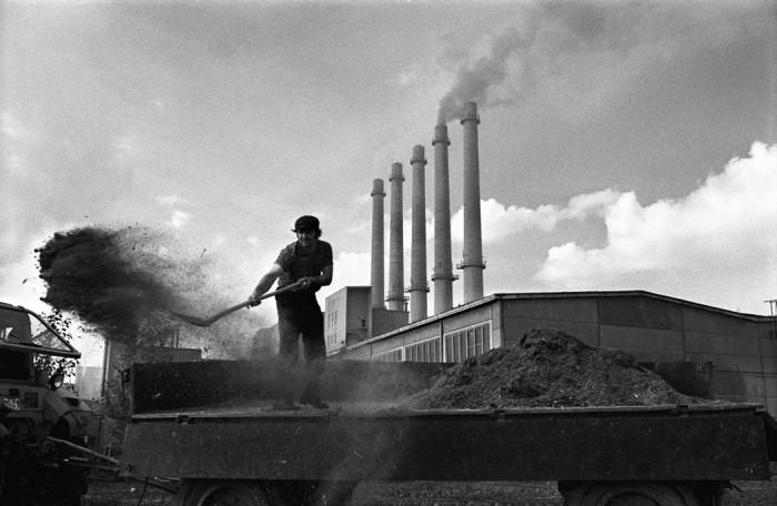 Zementwerk in Rüdersdorf bei Ost-Berlin im September 1980. Quelle: Bundesstiftung Aufarbeitung, Fotobestand Harald Schmitt, Bild 800936-01
