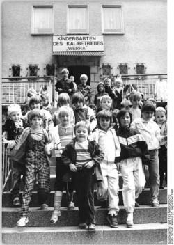 Quelle: Bundesarchiv, Bild 183-1986-0905-010, Fotograf: Helmut Schaar