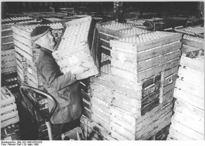 Quelle: Bundesarchiv, Bild 183-1990-0328-026, Fotograf: Ralf Pätzold