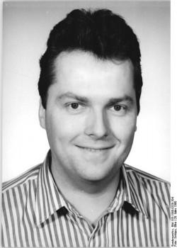 Rolf Schwanitz im März 1990. Quelle: Bundesarchiv, Bild 183-1990-0328-304, Fotograf: Elke Schöps