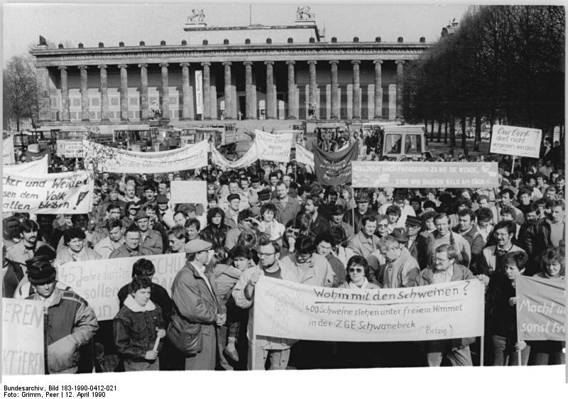 Quelle: Bundesarchiv, Bild 183-1990-0412-021, Fotograf: Peer Grimm