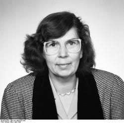 Dr. Christa Schmidt. Quelle: Bundesarchiv, Bild 183-1990-0412-302, Fotograf: Elke Schöps