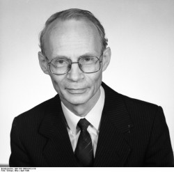 Prof. Dr. Hans Joachim Meyer. Quelle: Bundesarchiv, Bild 183-1990-0412-318, Fotograf: Elke Schöps