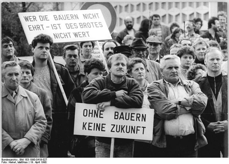 Quelle: Bundesarchiv, Bild 183-1990-0419-027, Fotograf: Matthias Hiekel