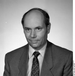 Ernst-Hinrich Weber. Quelle: Bundesarchiv, Bild 183-1990-0424-322, Fotograf: Elke Schöps