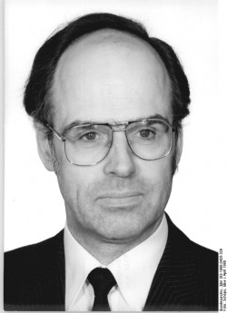 Hans Geisler. Quelle: Bundesarchiv, Bild 183-1990-0425-329, Fotograf: Elke Schöps