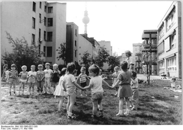 Quelle: Bundesarchiv, Bild 183-1990-0511-305, Fotograf: Hubert Link