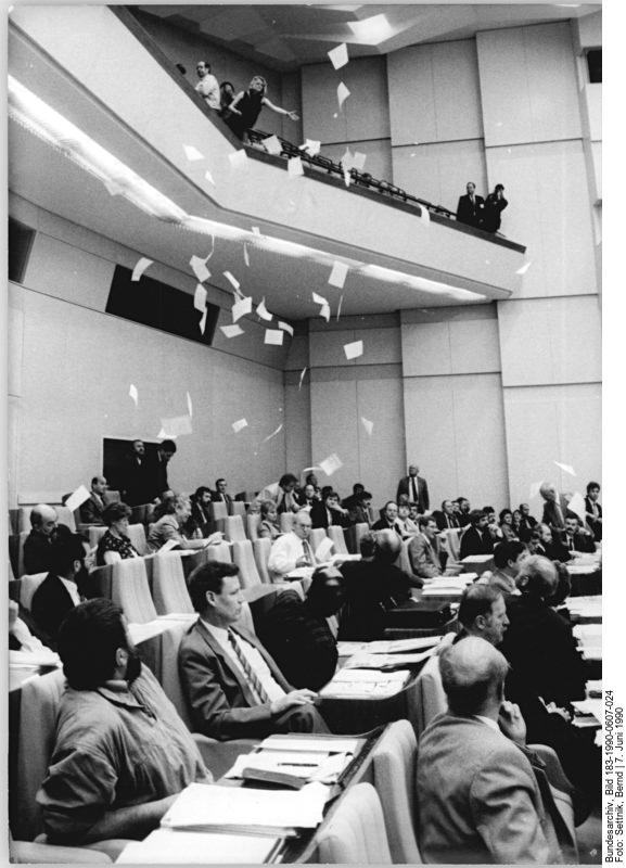 Quelle: Bundesarchiv, Bild 183-1990-0607-024, Fotograf: Bernd Settnik
