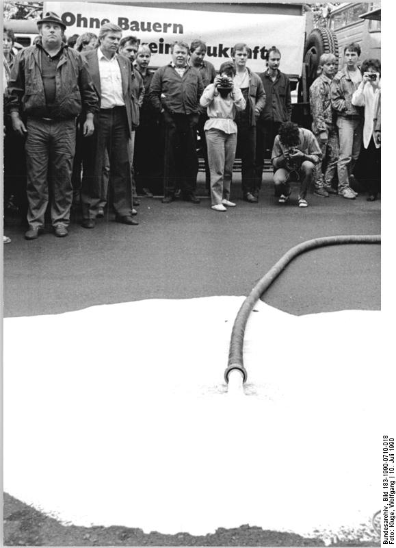 Quelle: Bundesarchiv, Bild 183-1990-0710-018, Fotograf: Wolfgang Kluge