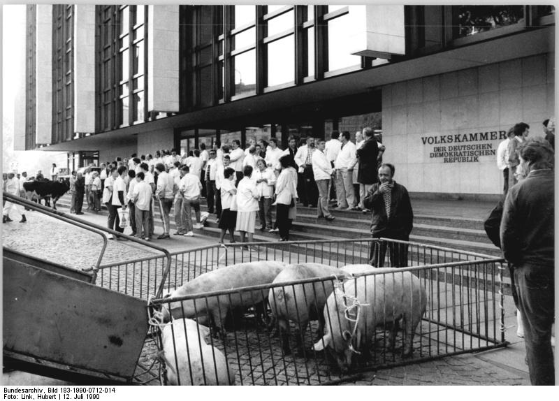 Quelle: Bundesarchiv, Bild 183-1990-0712-014, Fotograf: Hubert Link