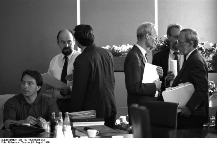 Berlin, Ministerrat, Beratungen. Quelle: Bundesarchiv, Bild 183-1990-0808-013, Fotograf: Thomas Uhlemann