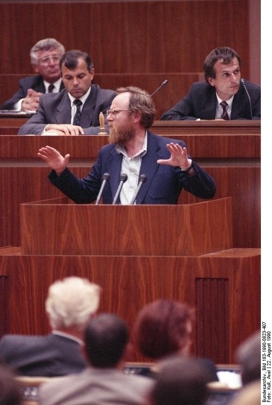 Wolfgang Thierse während der Volkskammertagung am 22. August 1990. Quelle: Bundesarchiv, Bild 183-1990-0823-407, Fotograf: Axel Kull