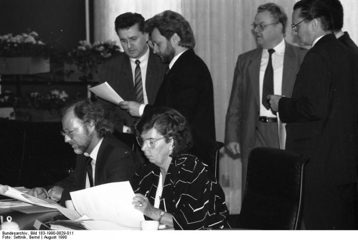 Berlin, Ministerrat. Quelle: Bundesarchiv, Bild 183-1990-0829-011, Fotograf: Bernd Settnik