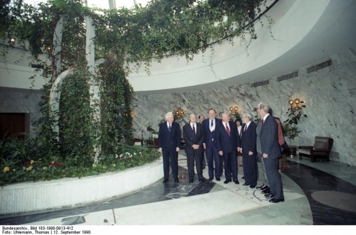Moskau, 2+4-Abschlussdokument. Quelle: Bundesarchiv, Bild 183-1990-0913-412, Fotograf: Thomas Uhlemann