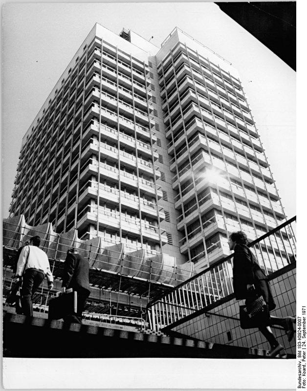 Das Haus der Statistik am Alexanderplatz in Berlin im Jahr 1970.