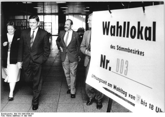 Kommunalwahl, 5. Juni 1990. Quelle: Bundesarchiv, Bild 183-1990-0506-301, Fotograf: Matthias Hiekel