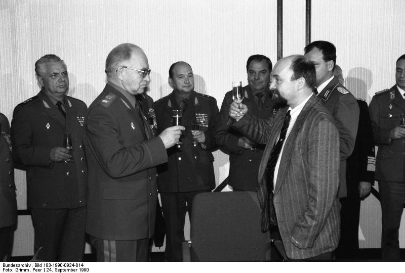 Berlin, Warschauer Pakt, Eppelmann, Luschew. Quelle: Bundesarchiv, Bild 183-1990-0924-014, Fotograf: Peer Grimm