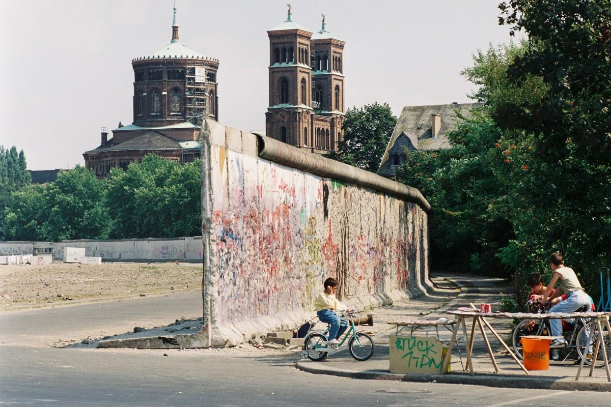 Deutsch-deutsche Grenze 1990 / Grenzanlagen in Kreuzberg. Quelle: Bundesregierung/Reineke