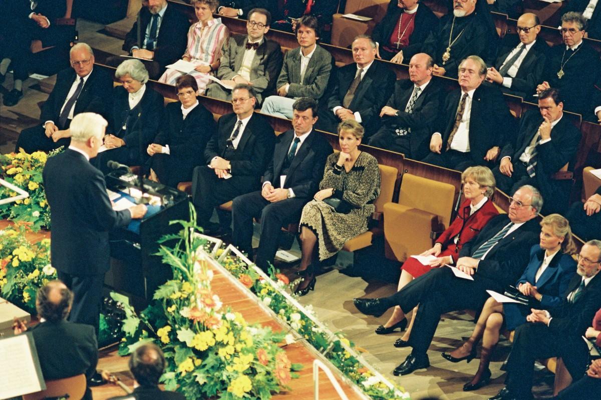 Tag der Deutschen Einheit 1990 / Staatsakt in der Philharmonie. Quelle: Bundesregierung / Stutterheim