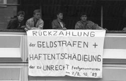 Eine Million Menschen demonstrieren in Ost-Berlin / BundesstiftungAufarbeitung_Fotobestand_KlausMehner_Bild89_1104_POL-Demo_sw29.jpg. Quelle: Bundesstiftung Aufarbeitung, Fotobestand Klaus Mehner, Bild 89_1104_POL_Demo_sw29