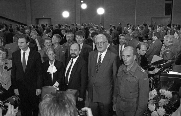 Strausberg, Brandenburg, NVA. Quelle: Bundesstiftung Aufarbeitung, Fotobestand Klaus Mehner, Bild 90_1003_POL_NVAende_15