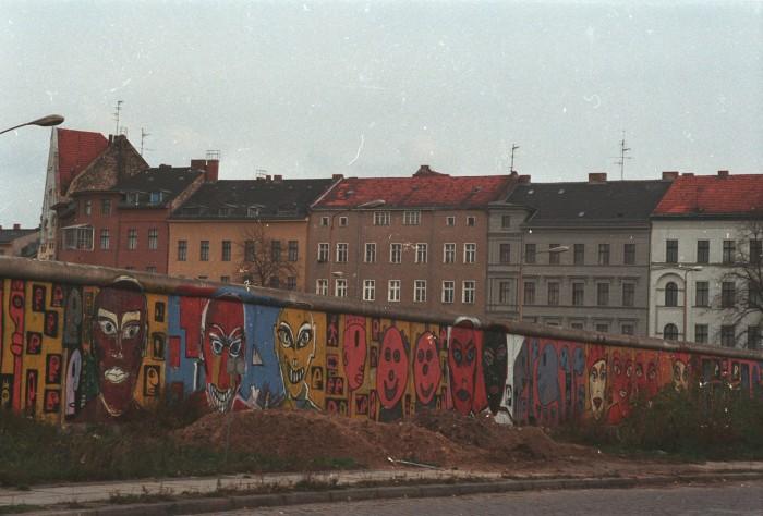 Berliner Mauer an der Waldemarstraße vor der Demontage 1990. Quelle: Archiv Bundesstiftung Aufarbeitung, Fotobestand Rosemarie Gentges, Bild 10