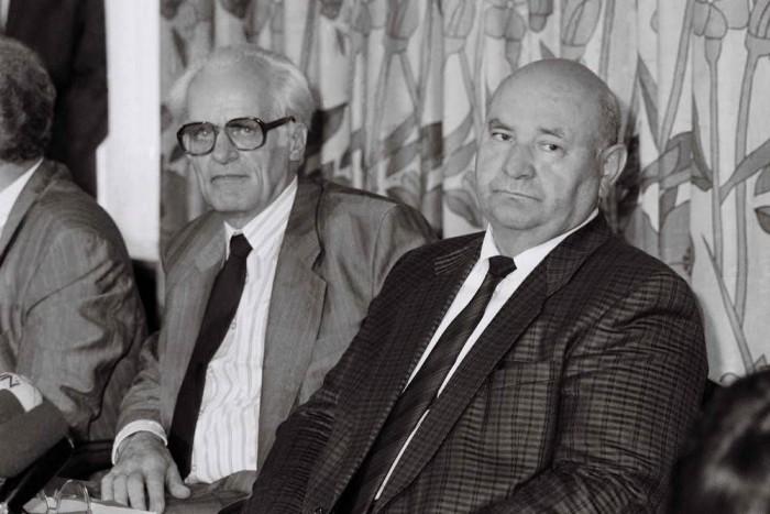 Peter Pollack, Minister für Ernährung, Land- und Forstwirtschaft der DDR (l.) zu Gast bei seinem bundesdeutschen Amtskollegen Ignaz Kiechle (r.) am 8. Mai 1990 in Bonn. Quelle: Bundesregierung / Stutterheim
