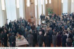 Abschiedsempfang für das Diplomatische Corps am 24. September 1990. Quelle: Bundesarchiv, Bild 183-1990-0925-410, Fotograf: Matthias Hiekel