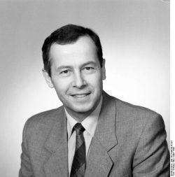Prof. Dr. Karl-Hermann Steinberg, Minister für Umwelt, Naturschutz, Energie und Reaktorsicherheit. Quelle: Bundesarchiv, Bild 183-1990-0315-331, Fotograf: Elke Schöps