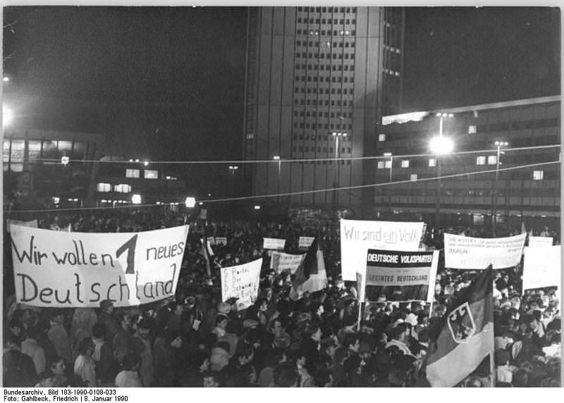 Leipzig, Montagsdemonstration. Quelle: Bundesarchiv, Bild 183-1990-0108-033, Fotograf: Friedrich Gahlbeck