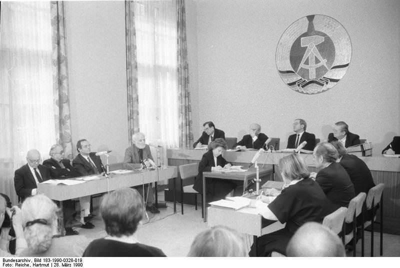 Berlin, Oberstes Gericht, Kassationsverfahren. Quelle: Bundesarchiv, Bild 183-1990-0328-019, Fotograf: Hartmut Reiche