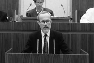 Lothar de Maizière, Regierungserklärung vom 19. April 1990. Quelle: Bundesarchiv, Bild 183-1990-0419-026, Fotograf: Klaus Oberst