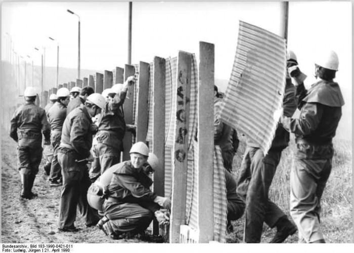 Kreis Heiligenstadt, Abbau Grenzanlagen. Quelle: Bundesarchiv, Bild 183-1990-0421-011, Fotograf: Jürgen Ludwig