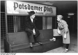 Quelle: Bundesarchiv, Bild 183-1990-0612-039, Fotograf: Gabriele Senft