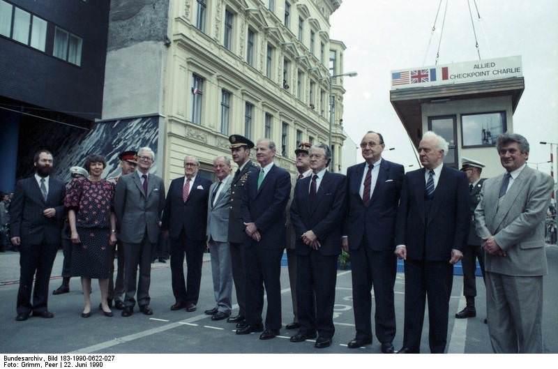 Berlin, Außenministertreffen. Quelle: Bundesarchiv, Bild 183-1990-0622-027, Fotograf: Peer Grimm