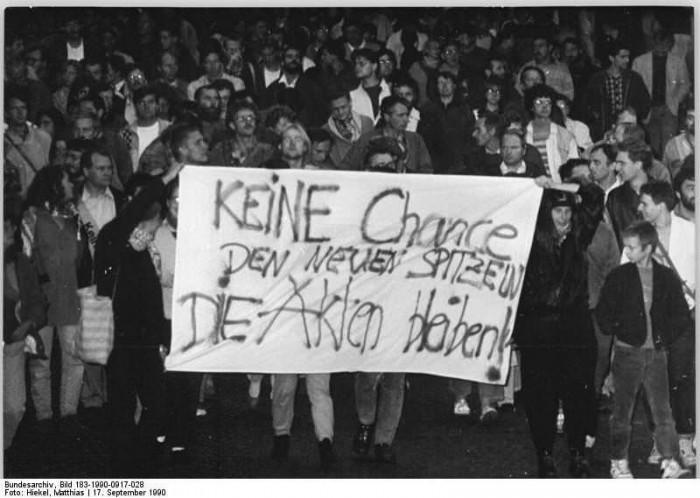Dresden, Montags-Demo für den Erhalt der Stasi-Akten. Quelle: Bundesarchiv, Bild 183-1990-0917-028, Fotograf: Matthias Hiekel