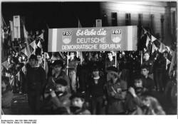 Umzug der FDJ zum 40. Jahrestag der Gründung der DDR am 6. Oktober 1989 in Ost-Berlin.