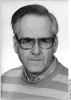 Dr. Walter Romberg. Quelle: Bundesarchiv, Bild 183-1990-0215-306, Fotograf: Elke Schöps