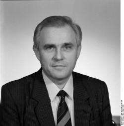 Lothar Moritz. Quelle: Bundesarchiv, Bild 183-1990-0315-326, Fotograf: Elke Schöps