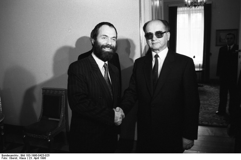 Polen, Warschau, Meckel mit Jaruzelski. Quelle: Bundesarchiv, Bild 183-1990-0423-025, Fotograf: Klaus Oberst