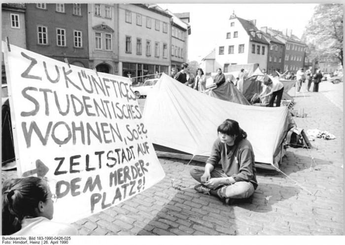 Quelle: Bundesarchiv, Bild 183-1990-0426-025, Fotograf: Heinz Hirndorf
