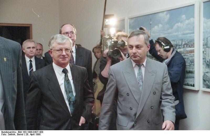 Berlin, Klaus Reichenbach, Rudolf Seiters. Quelle: Bundesarchiv, Bild 183-1990-0427-420, Fotograf: Bernd Settnik