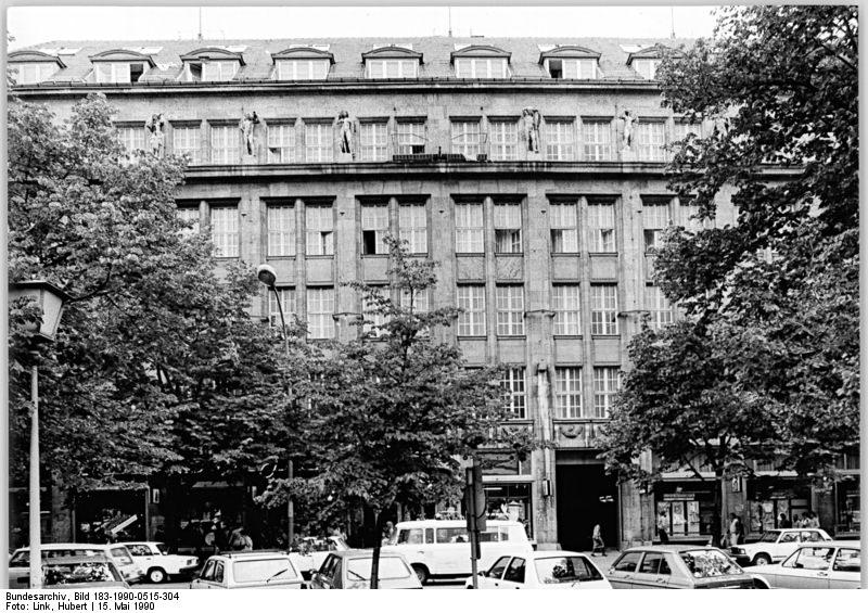 Bis 1989 befindet sich der Zentralrat der FDJ im Haus der Jugend in Ost-Berlin.