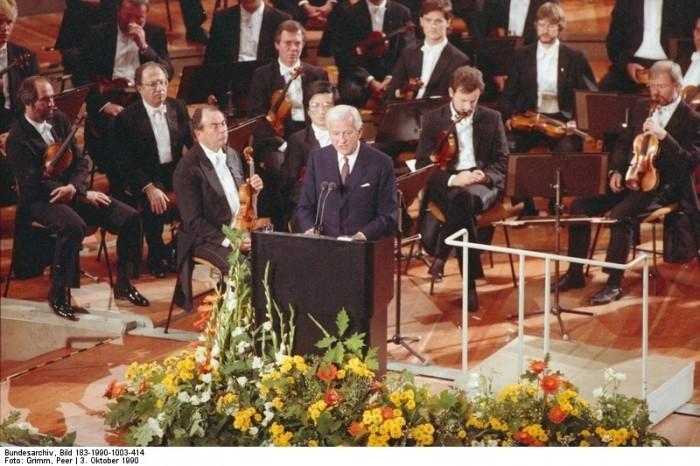 Berlin, Tag der Deutschen Einheit, Staatsakt. Quelle: Bundesarchiv, Bild 183-1990-1003-414, Fotograf: Peter Grimm