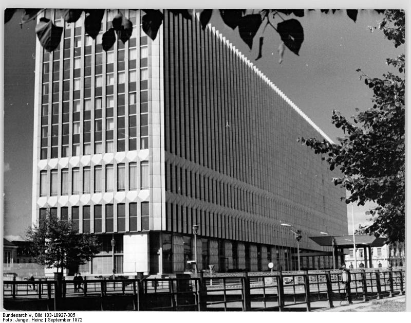 Berlin, Aussenministerium. Quelle: Bundesarchiv, Bild 183-L0927-0305, Fotograf: Peter Heinz Junge